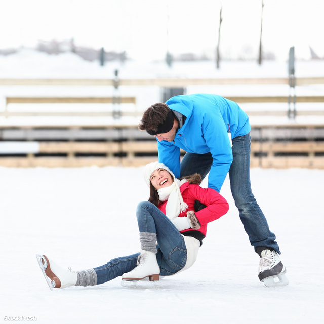 stockfresh 1485443 ice-skating-couple-winter-fun sizeM