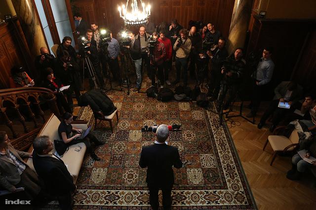 Balog Zoltán sajtótájékoztatót tart