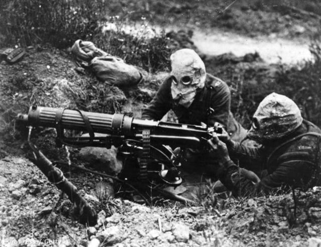 Gázmaszkos brit katonák