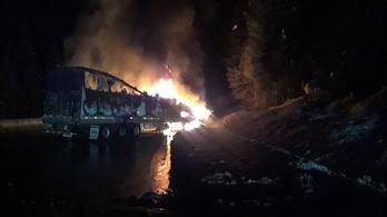Hatalmas lángokkal égett egy kamion az M35-ösön