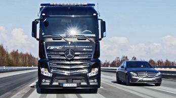 Külön cég lesz a Mercedes teherautós és személyautós részlege