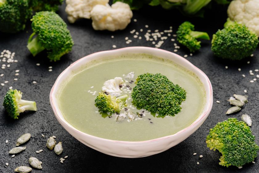 Sűrű krémleves brokkoliból és karfiolból: jól átmelegít hideg napokon