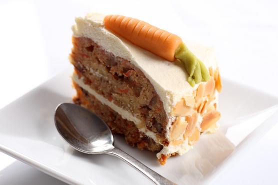 Porcukorral és narancsszörppel elkevert sajtkrémmel a tetején érdemes tálalnod.