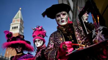 A járvány a velencei karnevált sem kíméli, online tartják meg az idei mulatságot
