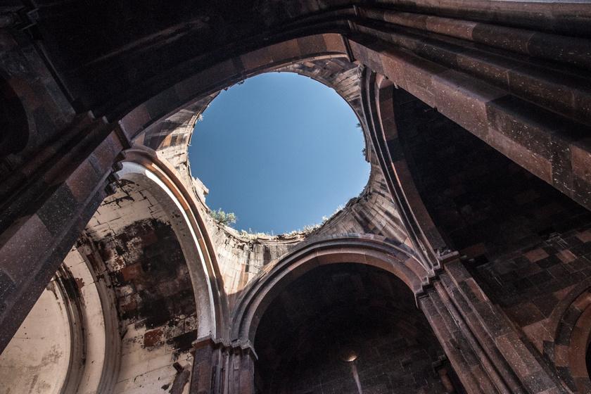 A templom kupolája belülről.