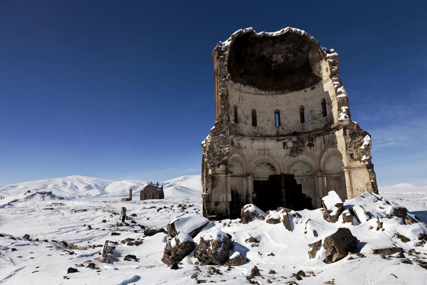 A Megváltó temploma Aniban. (1035)