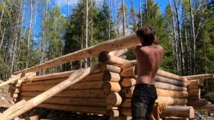 500 napig volt egyedül az erdőben a tizenéves fiú: épített magának egy házat