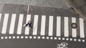 Gyalogosokat segítő törvényt hoztak Németországban