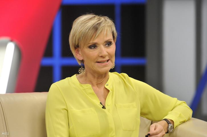 Jakupcsek Gabriella újságíró, műsorvezető a Hogy volt!? című tévéműsor felvételén (2015. január 28.)