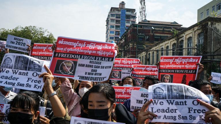 Mianmarban ismét több városban tüntettek