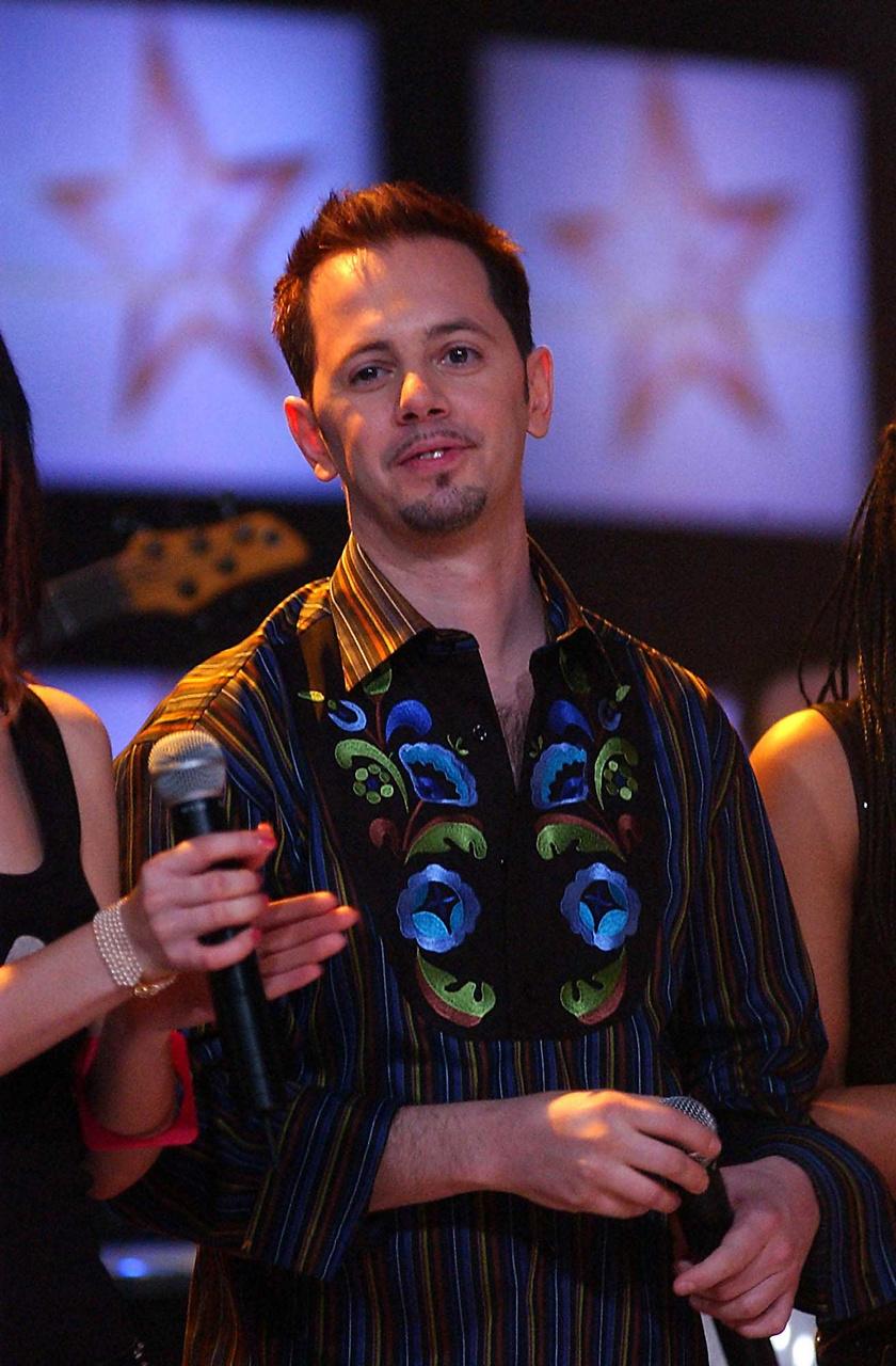A Megasztárból korábban kiesett Szabó Leslie a zenei tehetségkutató műsor döntőjében 2004. április 3-án a Millenáris Parkban.