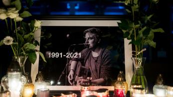 Gyászol az AWS énekesének felesége és családja