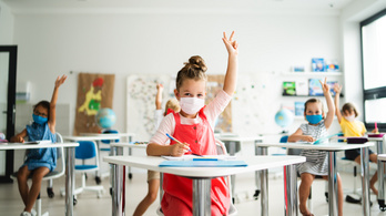 Tovább szigorítják a maszkviselési szabályokat a francia iskolákban