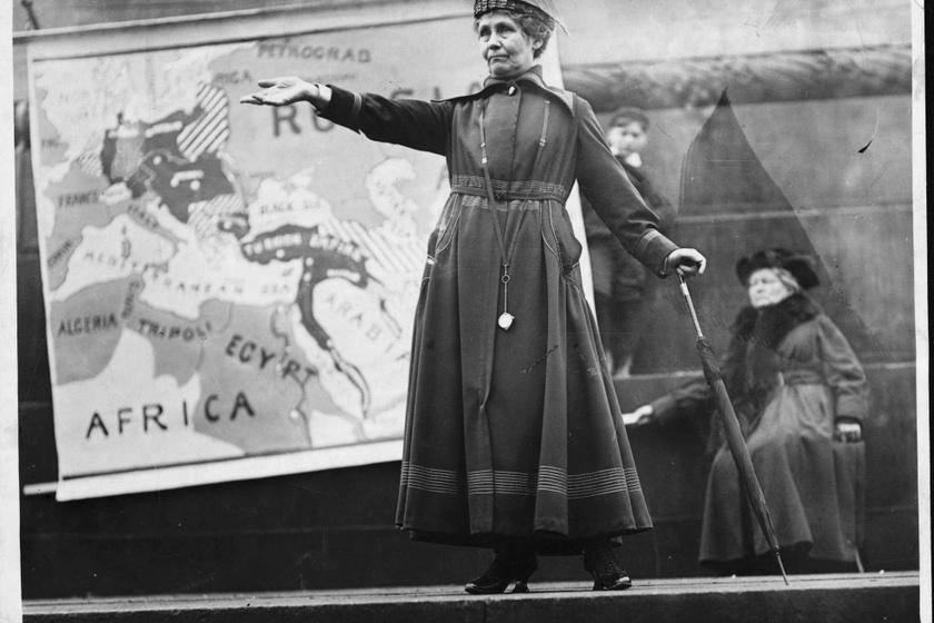 A szüfrazsettmozgalom egyik vezéralakja, Emmeline Pankhurst.