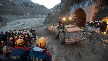 Több mint 200 eltűntet és 18 halottat hagyott maga után a himalájai lavina