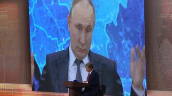 Nyolcmillió forintnak megfelelő rubelért kelt el a fotó a Vlagyimir Putyin képe alatt merengő rohamrendőrről