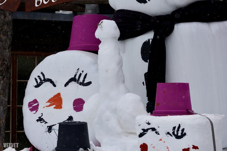 Éppen havazott, amikor a kép készült, ez a nagyításban jobban látszik. Katt!