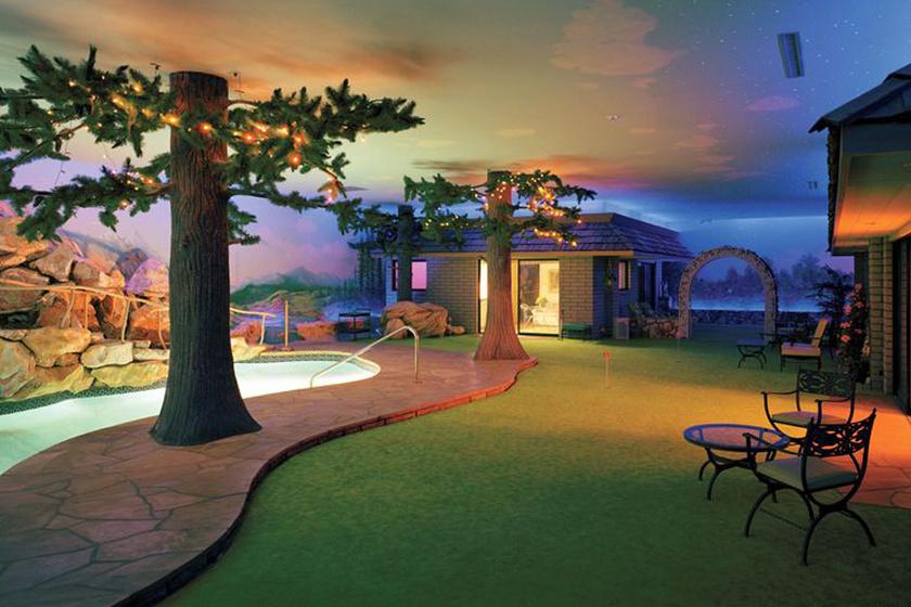 Ilyen belülről a föld alatti luxusbunker, amit a 70-es években építettek Vegasban: medence, bár, minden van benne