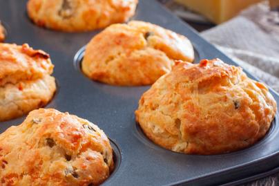 Sajtos-sonkás muffin szárított paradicsommal – Sós reggeli vagy könnyen szállítható ebéd