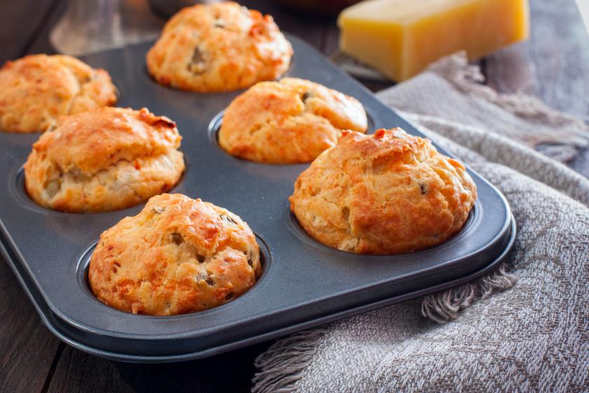 sonkás sajtos szárított paradicsomos muffin recept