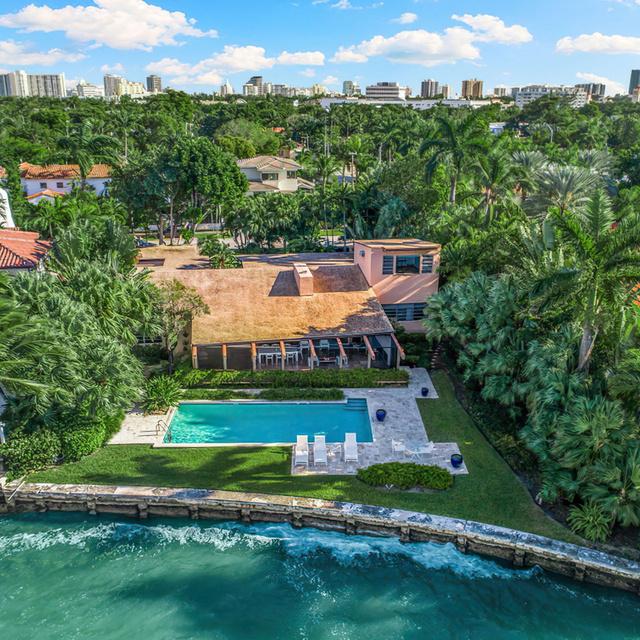Pazar házat vásárolt Cindy Crawford és férje: fotókon a Miami Beach-i szerelmi fészek