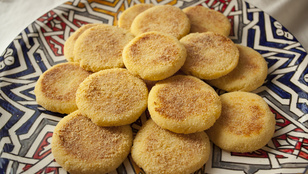 Ez a marokkói kenyérke grízzel készül, és tökéletes a raguk, pörköltek és curryk mellett