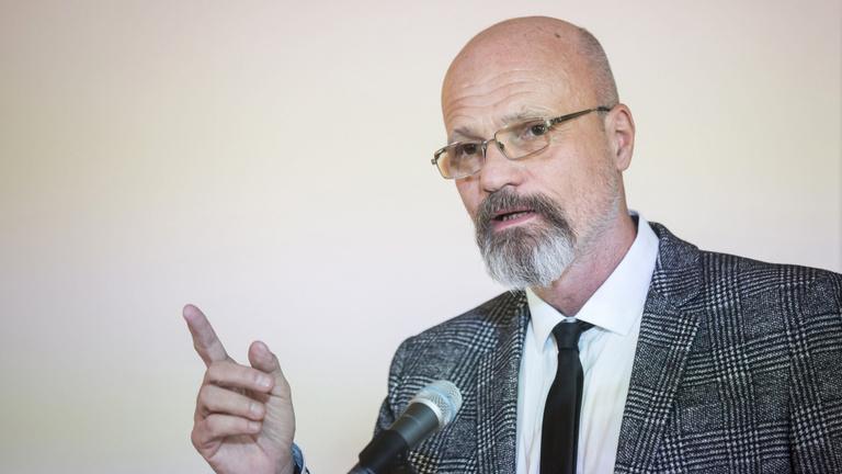 Zacher Gábor: A nyitással meg kell várni az átoltottságot