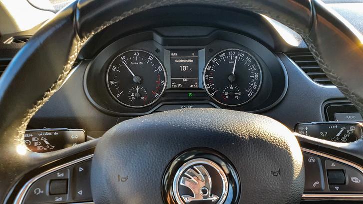 A 100 fokot csak autópályán érte el az olajhőmérséklet