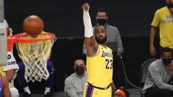 Először megmentette, majd megnyerte a Lakersnek a meccset LeBron James