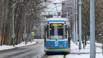 Debrecenben és Miskolcon is megbénult a közlekedés