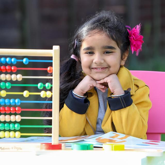 Még csak 4 éves a kislány, de az IQ-ja Einsteinével vetekszik: 4 gyerekzseni története