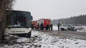 Buszbaleset történt Eger és Szarvaskő között