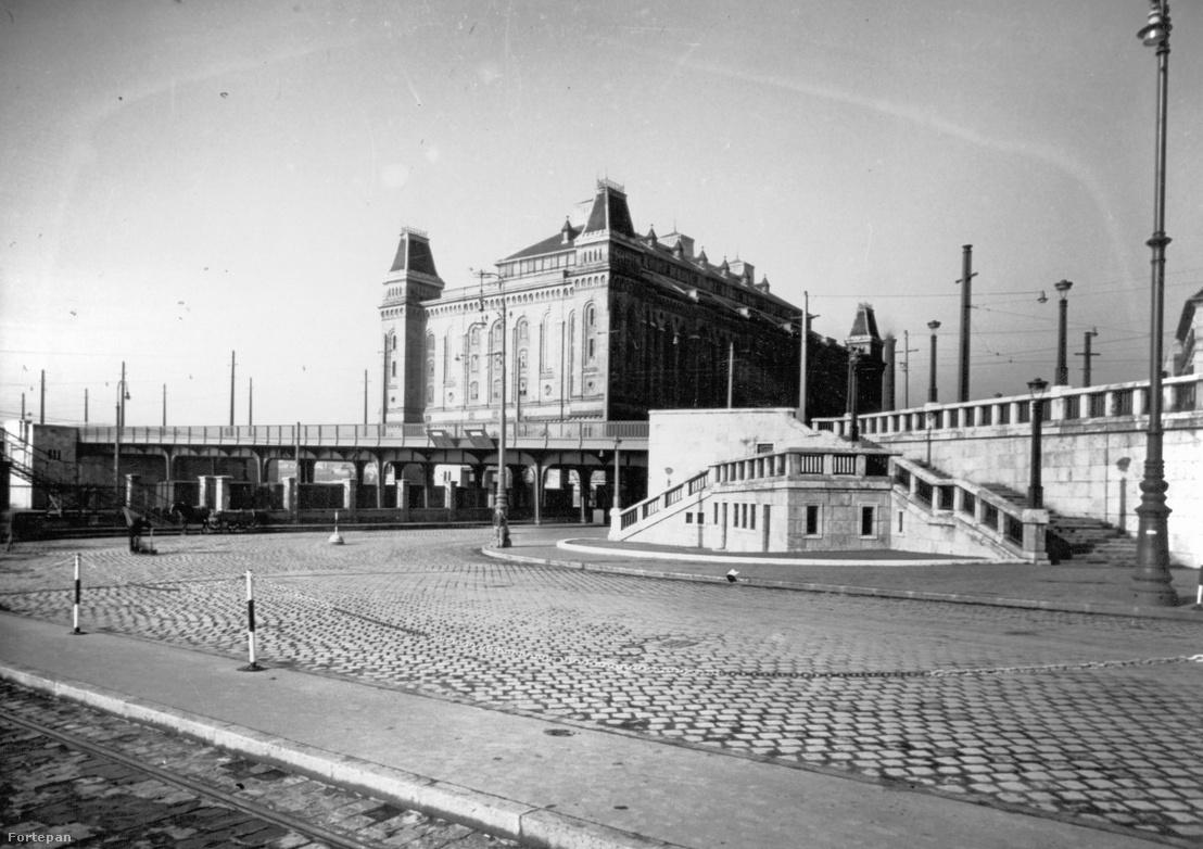 Boráros tér, háttérben az Elevátor-ház 1940-ben