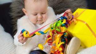 5 egyszerű játékötlet 1 éves kor alatt, ami fejleszti is a gyerek készségeit