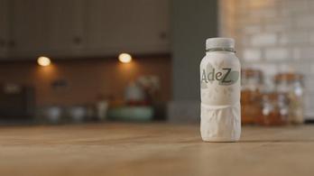 Magyarországon debütál a Coca-Cola első papírpalackja