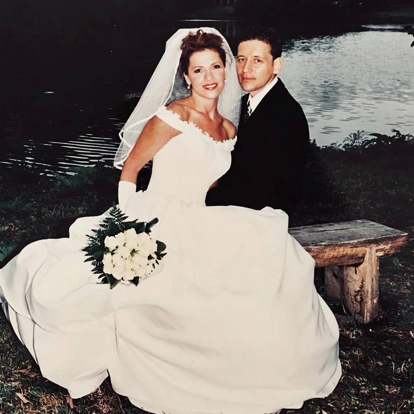 Istenes László és felesége, Kata több mint húsz éve alkotnak egy párt, 2000 júliusában házasodtak össze.