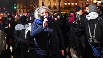 Büntetőeljárás indult egy aktivista ellen, aki tüntetéseket szervezett a lengyel abortusztörvény ellen