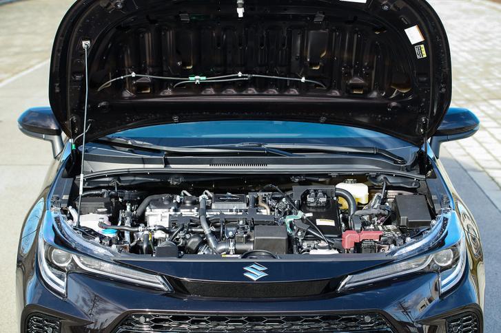 A motoron csak a rápattintott jelvény módosult