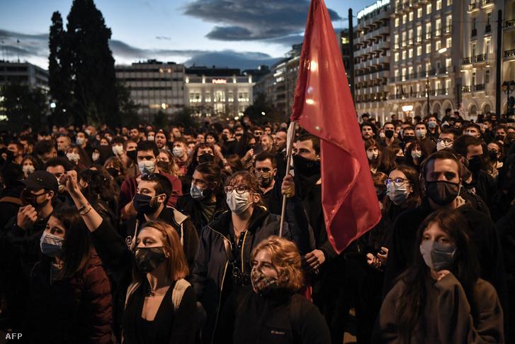 Athénban csütörtökön is tüntettek a felsőoktatás reformja ellen