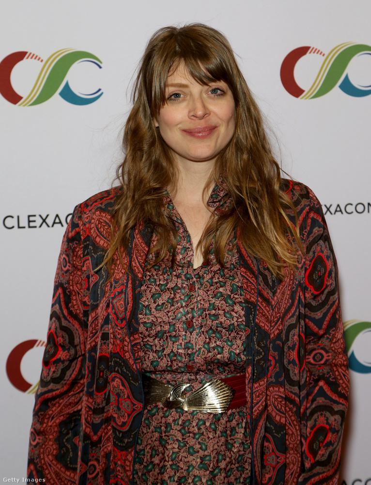 Amber Benson, aki ugyancsak szerepelt a Buffyban (Tarát, az egyik főszereplő boszorkány barátnőjét alakította), a Twitteren jelezte támogatását Carpenternek.
