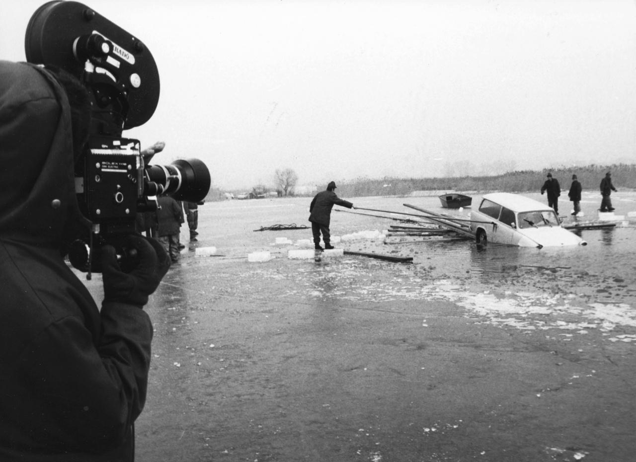 1982-ben egy nászajándékba kapott Trabant alatt szakadt be a Balaton jege. Az ifjú férj a feleségéhez indult Balatongyörökről Vonyarcvashegyre, de egy rianás megállította. A kocsiból szerencsére sikerült kimásznia.