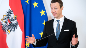 Perrel fenyegetőzik a korrupció gyanújába keveredett osztrák pénzügyminiszter