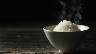 A jégkockás trükk valóban működik a rizs újramelegítésére – mutatjuk, milyen egyszerű!