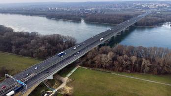 Javítási munkálatok az M1-es és az M7-es autópályán, lassabb a haladás