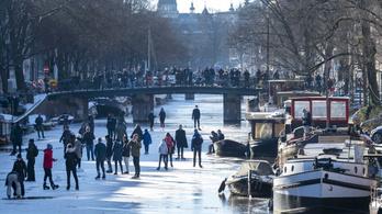Amszterdamban nem csak tépni, korcsolyázni is lehet a kaniálisokban