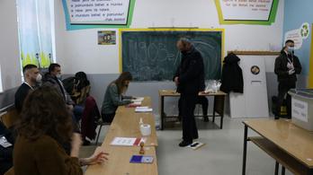 Nem kapkodják el a koszovóiak a szavazást