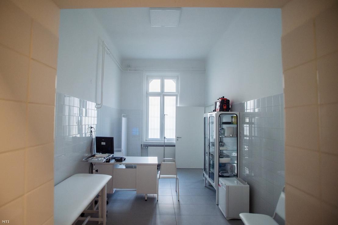 Egy helyiség a fővárosi gyermekbarát meghallgató- és terápiás központban az avatás napján, 2021. január 27-én
