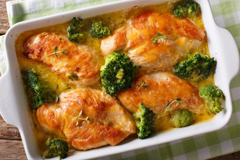 Sajtos, brokkolis csirkemell a sütőből: könnyű, mégis laktató fogás