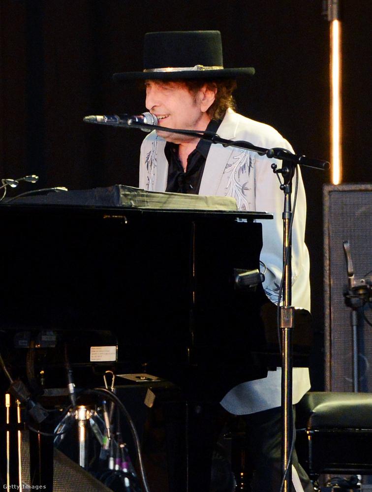 Bob Dylan az Bob Dylan, aki csaknem hatvan éve alkot, és akit valaha akár csak néhány dal erejéig is lenyűgözött a munkássága, bizonyára tud róla, hogy nemcsak a zenében, hanem a vizuális művészetekben is figyelemreméltó.