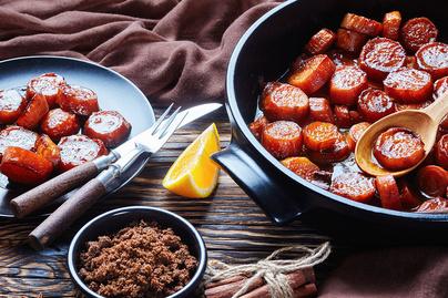 Cukorsziruppal bevont, fahéjas édesburgonya: sütőben sül rá a ragacsos máz